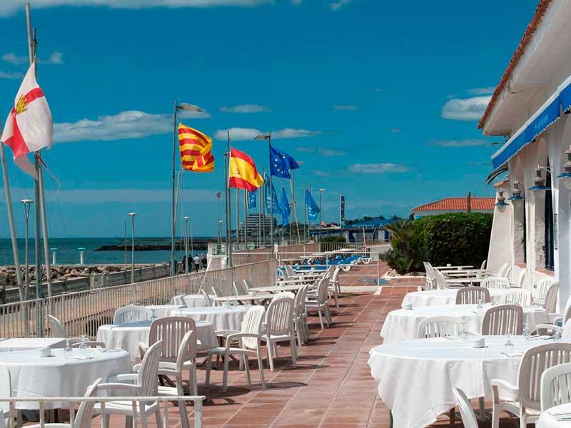 https://clubmarsitges.com/wp-content/uploads/2021/05/terraza-instalaciones.jpg